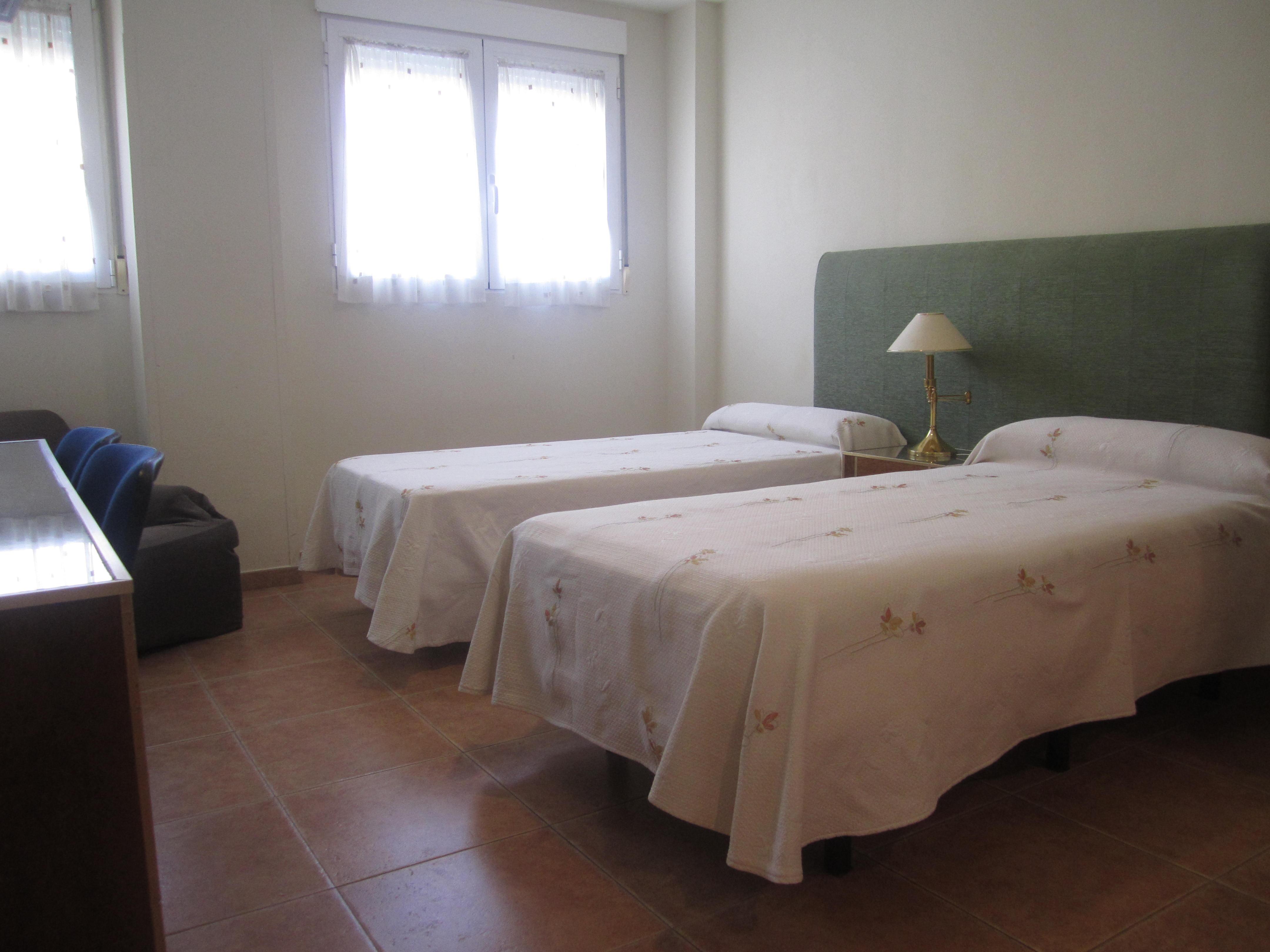 Habitación doble con dos camas separadas | Hostal el Estudio en Almansa