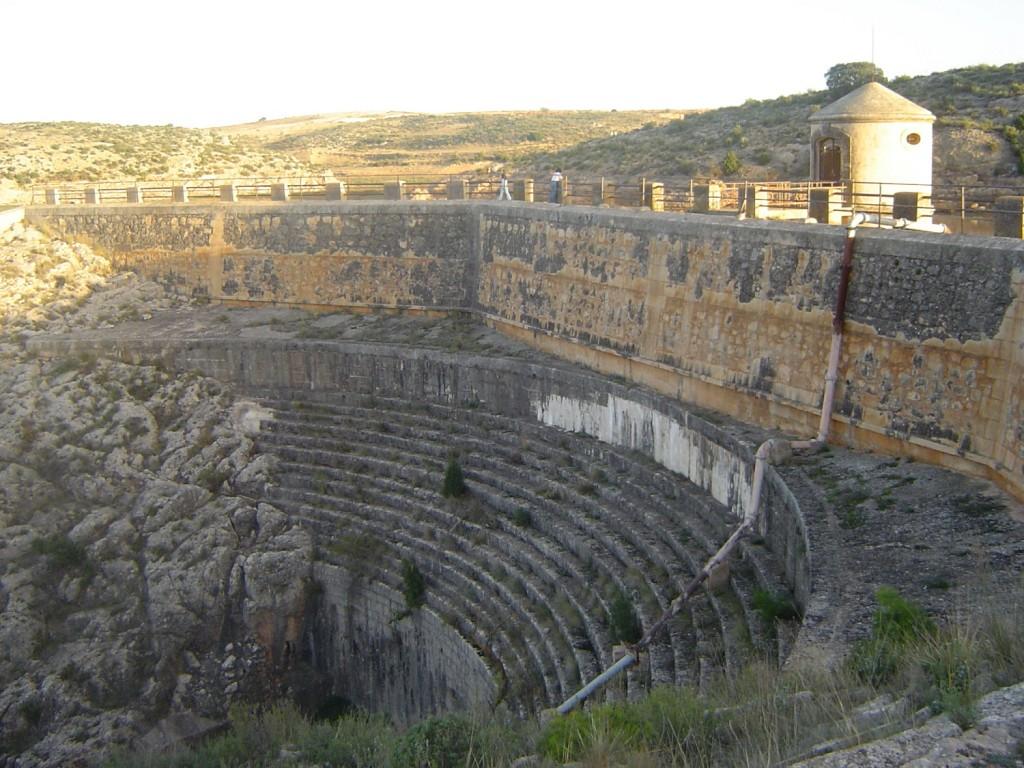 Presa de Almansa - Monumentos de Almansa - Hostal el Estudio