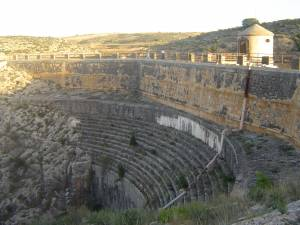 Dique de la presa de Almansa. Vista lateral - Hostal el Estudio
